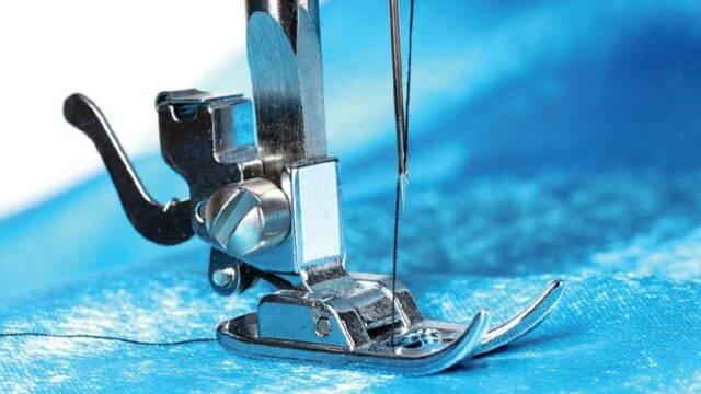 带黑线的缝纫机的压脚图像