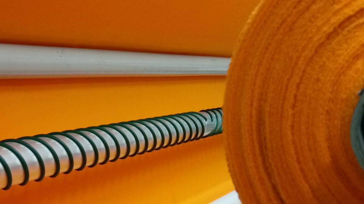 卷筒上的橙色材料